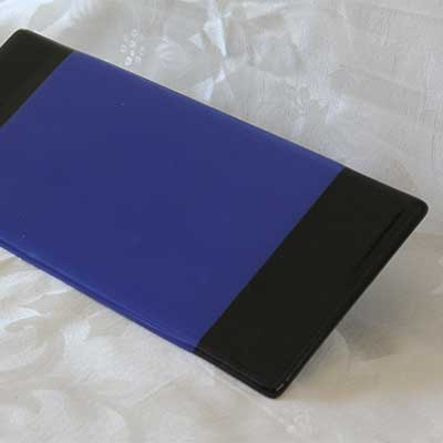 Blue cheese plate with black stripes alt