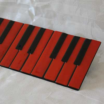 Red piano plate alt