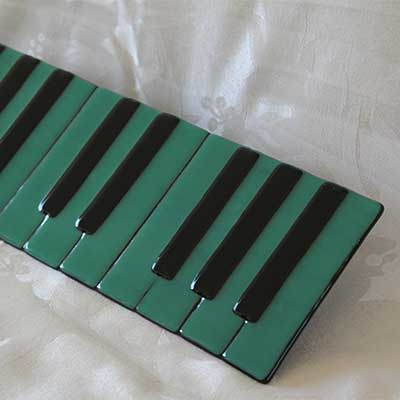 Teal piano plate alt